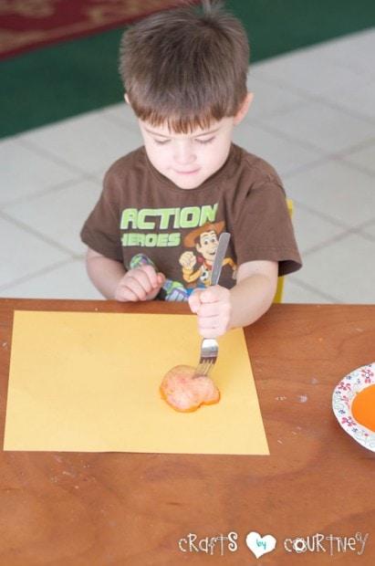 Jack-O-Lantern Apple Stamping: Halloween Craft: Dip Your Apple