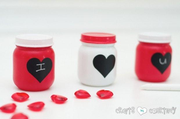 10+ Super Cute DIY Valentine Chalkboard Crafts: DIY baby food Valentine chalkboard jars